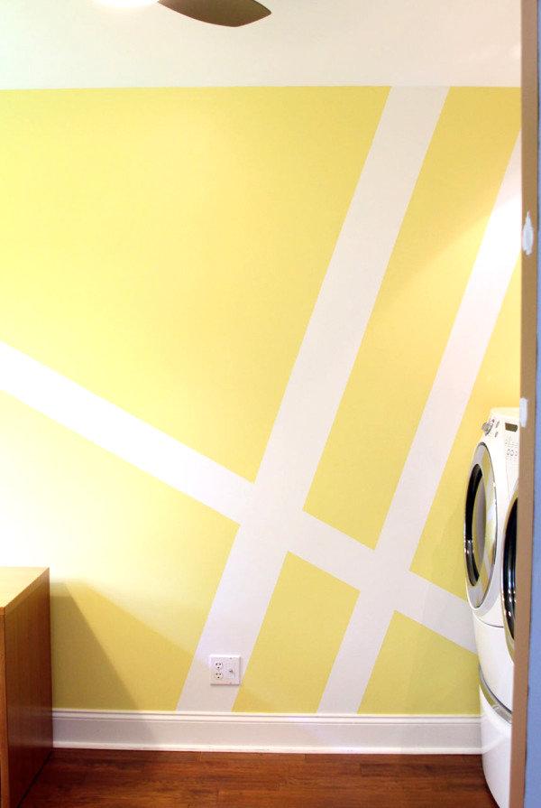 geometrische muster als wanddekoration streifen weiß auf gelb