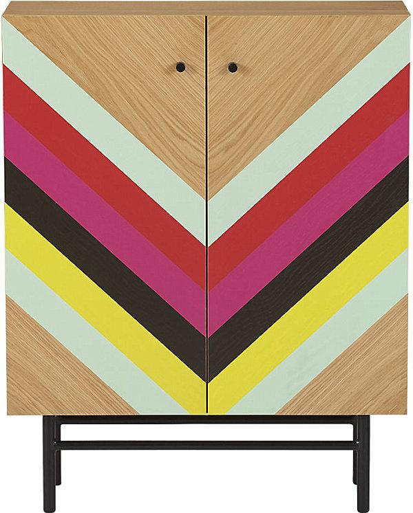 geometrische muster schrank schräglaufende farbige streifen