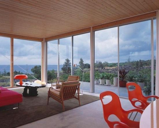 glaswand aussicht natur modern wohnzimmer gestalten terrasse schiebetüre