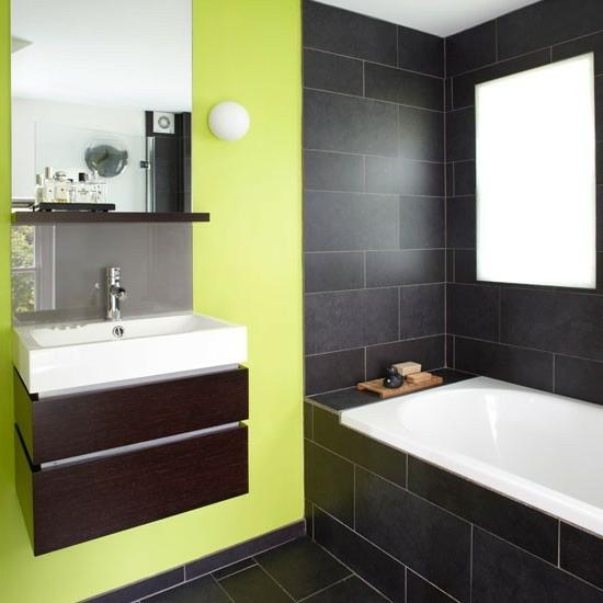 grün frisch schwarz fliesen badeinrichtung eingebaut badewanne