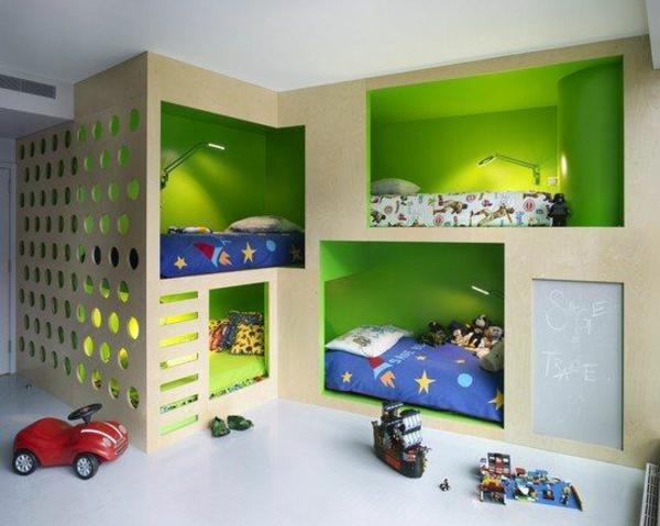 grüne wandgestaltung im kinderzimmer 4 betten