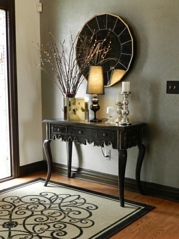 großartige dekoration im flur spiegel  anrichte teppich
