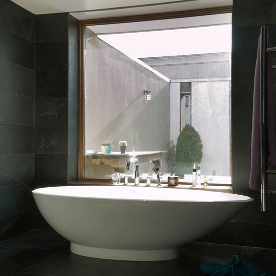 badewanne bad großes fenster trennwand