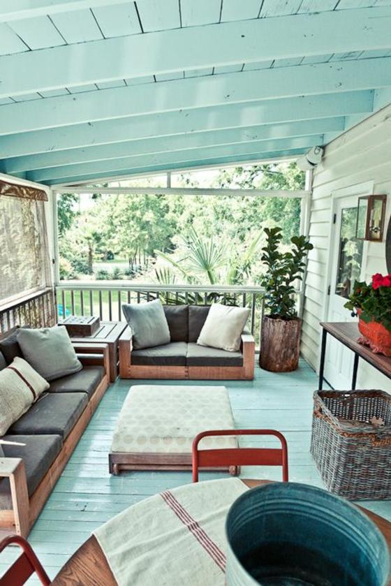 holzdielen auf dem balkon ideen für terrassengestaltung tarrassenmöbel sonnenschutz