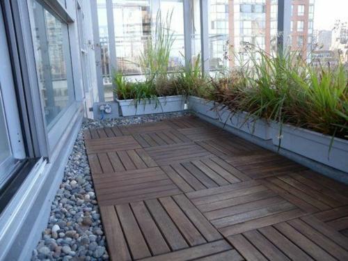 Holzfliesen verlegen holzboden auf dem balkon - Terras rand idee ...
