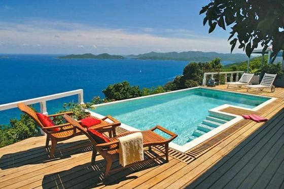 ideen-fterrassengestaltung asiatischer landhausstil gartenmit pool terrassenholz liegen meerblick