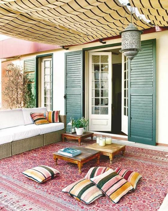 ideen für terrassengestaltung asiatischer stil orientalisch sitzkissen orientteppich rattan holz