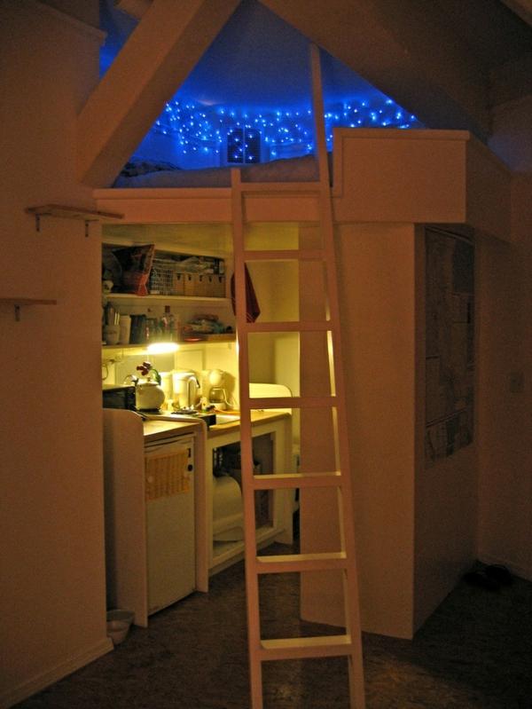 Jugendzimmer Gestalten Decke Dekorieren Blau Beleuchtung Bett