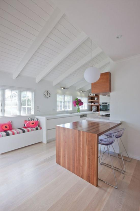 küche mit essbereich einrichten acrylstühle holztisch