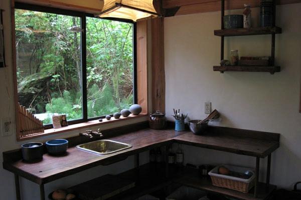 küche zeder fenster stilvoll messingspüle japanische waldhaus