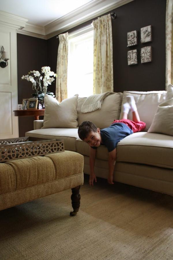 kühn schwarz mattiert schöne wandfarben wohnzimmer hell sofa