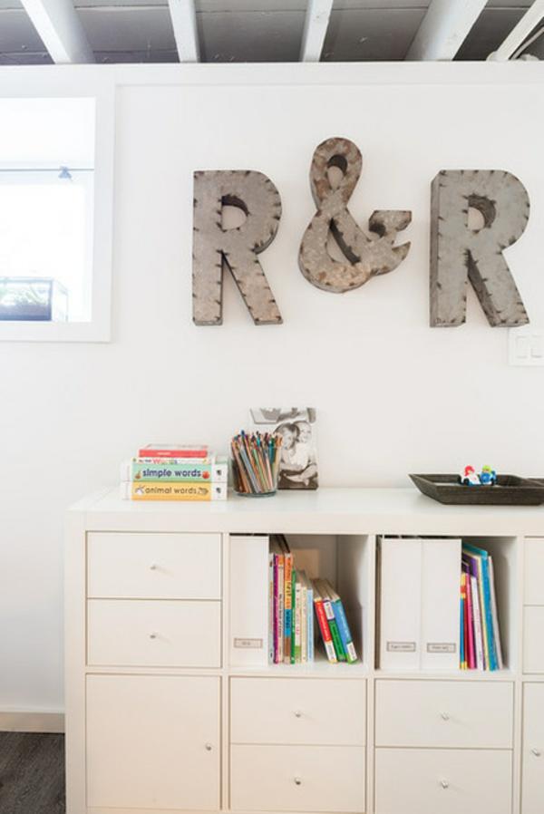 keller zum wohnraum umbauen nach dem umbau spielraum bücherregal kinderbücher