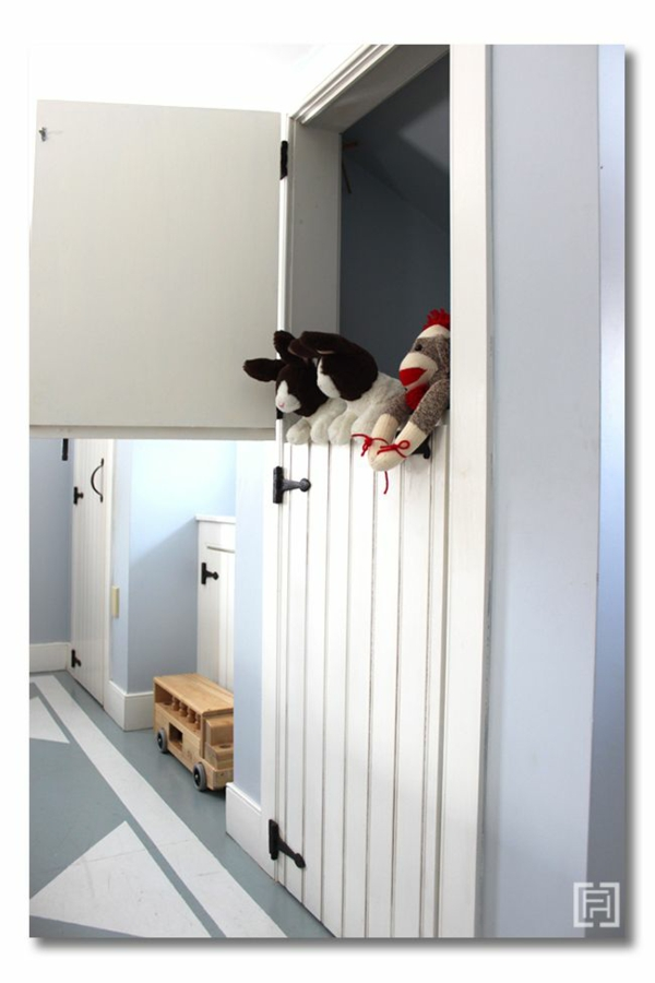 kinderzimmergestaltung halbtür garderobe puppentheater