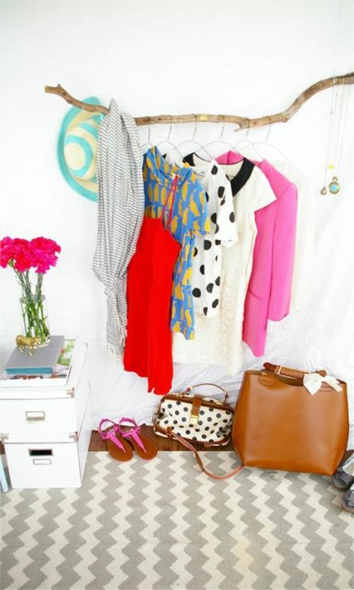 kleiderstäner selber bauen rohr holz zweige bunt kleider