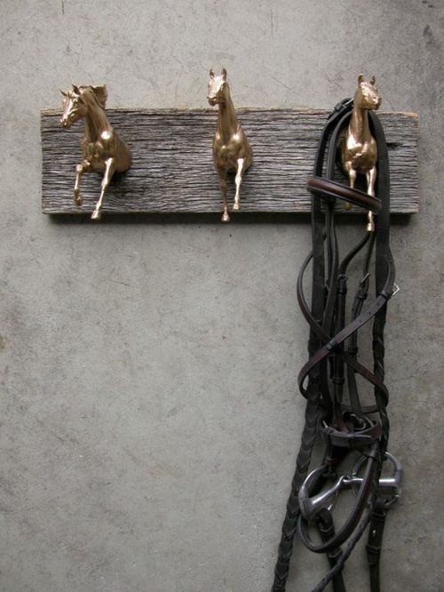 kleiderstäner selber bauen rohr holz zweige pferde