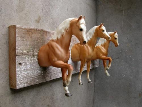 kleiderstäner selber bauen rohr holz zweige spielzeuge pferde