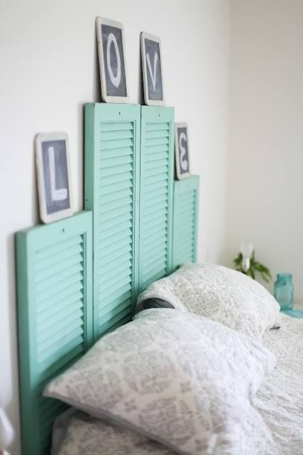 kopfteil türkis farbe holz alt fensterladen Dekoideen fürs Schlafzimmer
