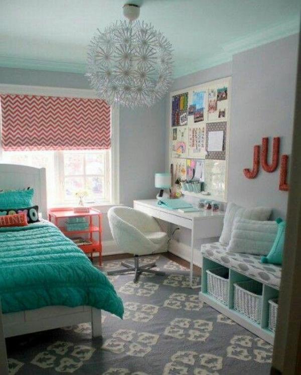 lackierte möbel bank mit stauraum teppich  infotafel