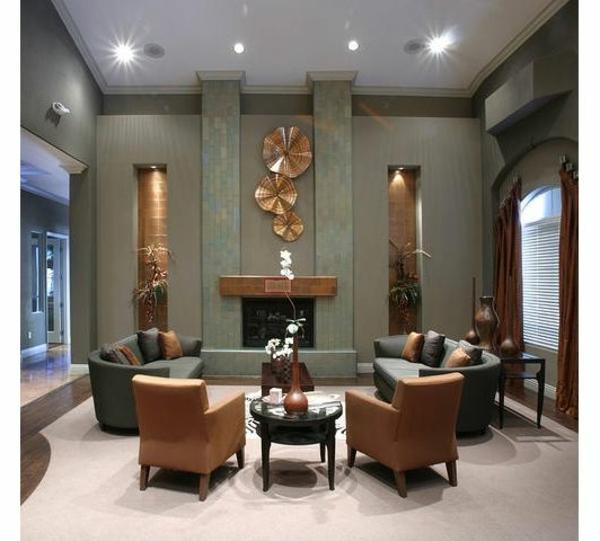 luxus wohnzimmer mit goldenen akzenten sofas