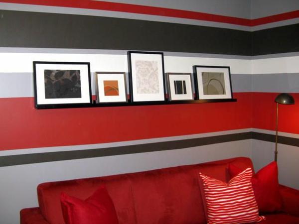 Mehrfarbige Horizontale Streifen Im Wohnzimmer Rotes Sofa