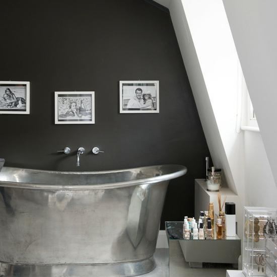 metallisch badewanne schwarz wand bad