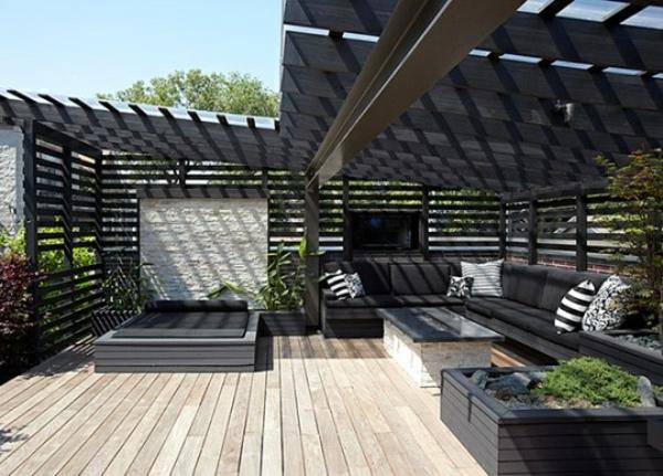 moderne terrassengestaltung tisch designideen dekokissen sitzecke