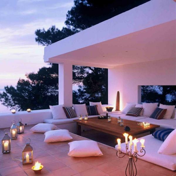 moderne terrassengestaltun tisch designideen dekokissen