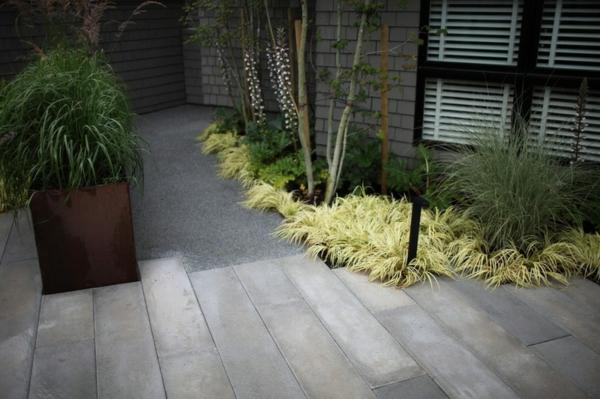 moderne architektur steinpromenade pflanzen