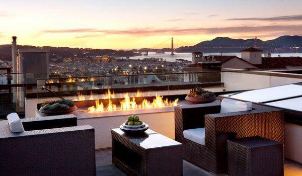moderne terrasse gestalten rattanmöbel feuerstelle