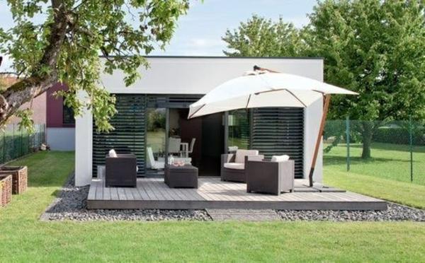 moderne terrasse rattanmöbel schirm