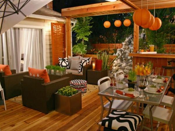 moderne terrassengestaltung dekoideen wohnideen ambiente flair orange akzente
