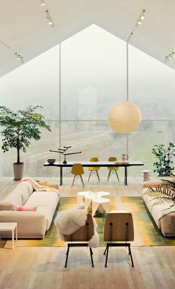 moderne wohnideen großer raum schräge decke pendelleuchte