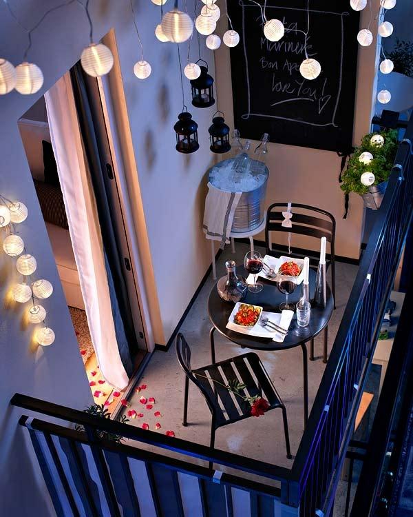 moderner balkon schick beleuchtung tisch stühle