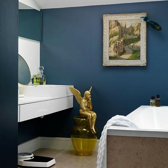 modernes bad kunstvoll statue vergoldet badewanne