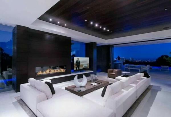 modernes interior design schwarze decke kamin