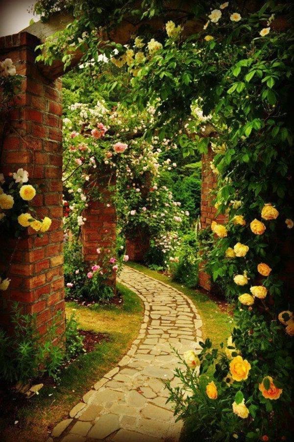pfad garten gestalten steinpflaster gelbe rosen