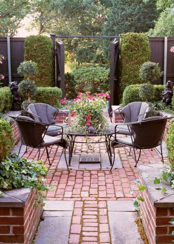 romantisches ambiente im garten ziegelgestaltung exterior gartenmöbel