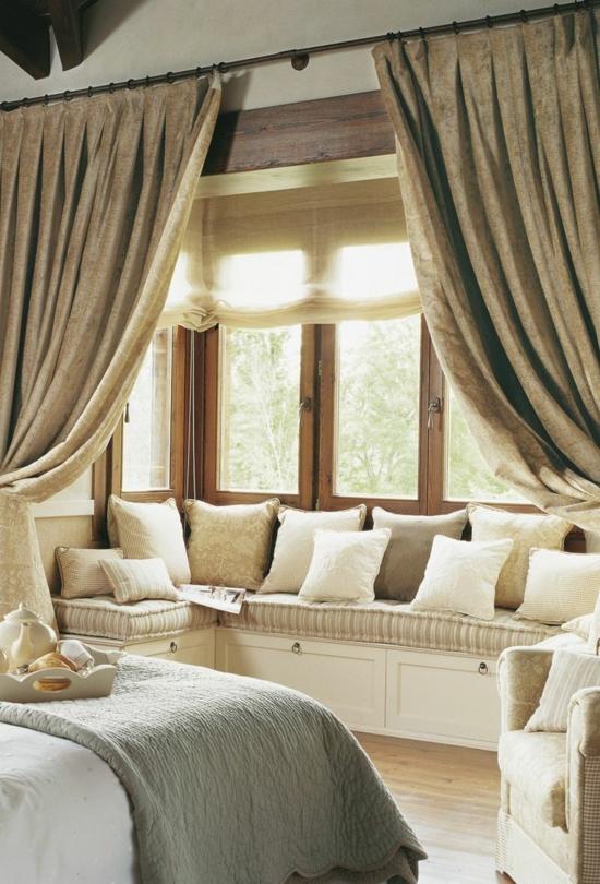 romantisches-schlafzimmer-fensterbank-einbauen-entspannungsecke-gardinen-vorhang