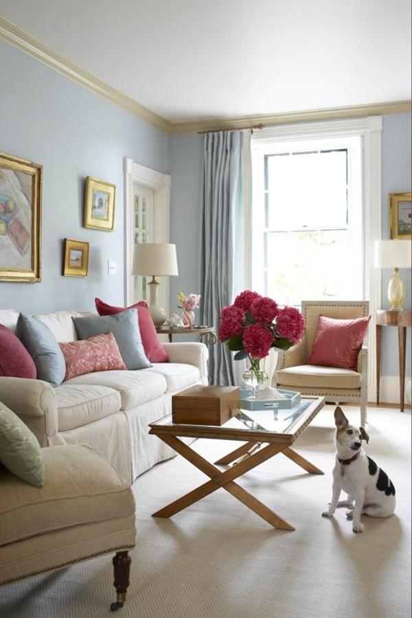 sauber linien bunt wurfkissen blumenstrauß wandfarben wohnzimmer