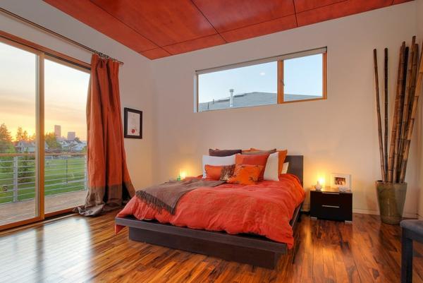 schlafzimmer einrichten ideen gardinen bettwäsche holz bodenbelag