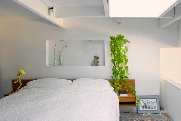 schlafzimmer hängepflanzen idee weiß wandgestaltung