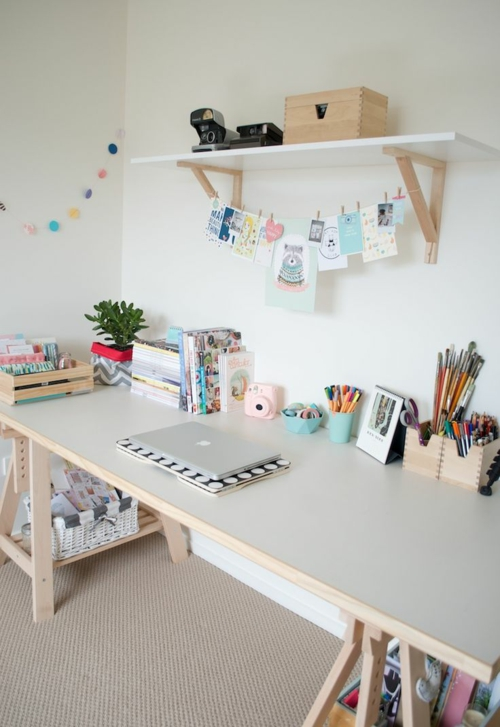 schreibtisch selber bauen diy büro holzplatten offenes wandregal weiß