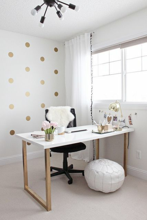diy schreibtisch büro weiße holzplatte gold matt beine wanddekoration
