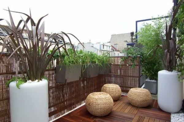 sichtschutz terrassseaus bambus holzfliesen verlegen rattan möbel