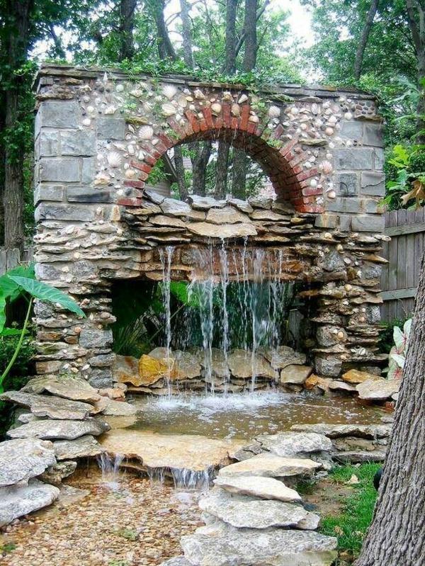 Steinmauer im Garten gestalten - kreative Außenarchitektur