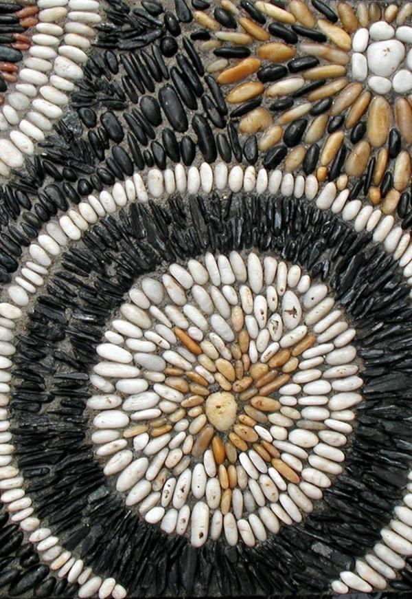 steinmauergestaltung aus mosaik