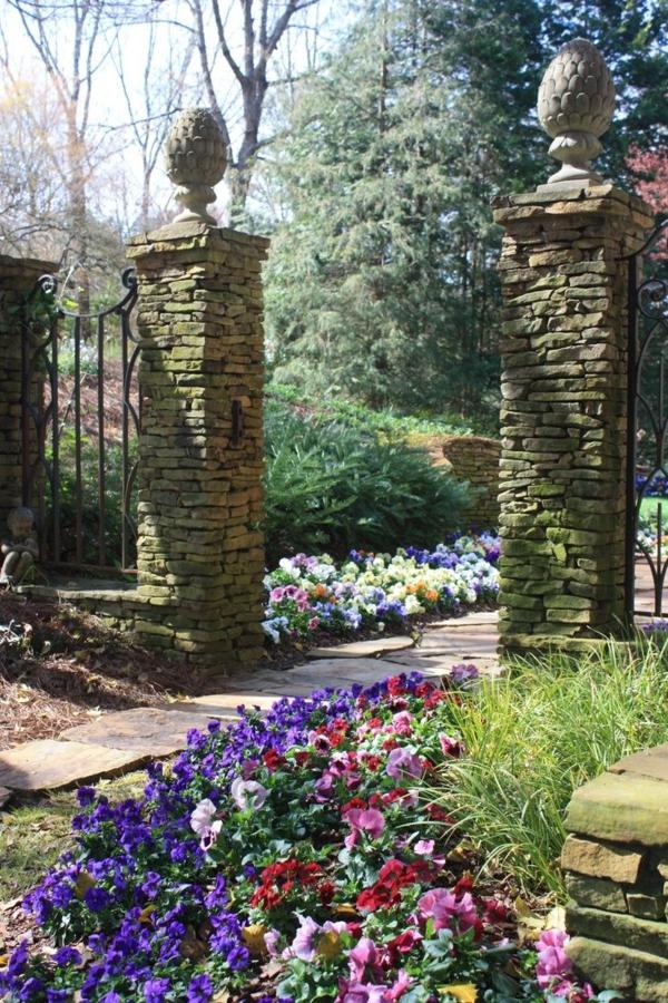 steinpflaster säulen im garten exterior designideen steinplatten pflanzen