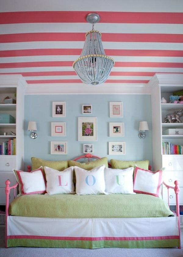 Idee küche rot gestrichen : teenager zimmer einrichten gestrichene decke sofa dekokisen ...