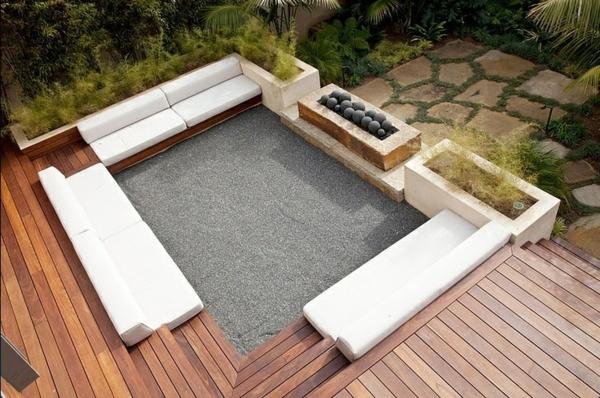 terrasse gestalten weiße sitzecke dekoideen holzboden