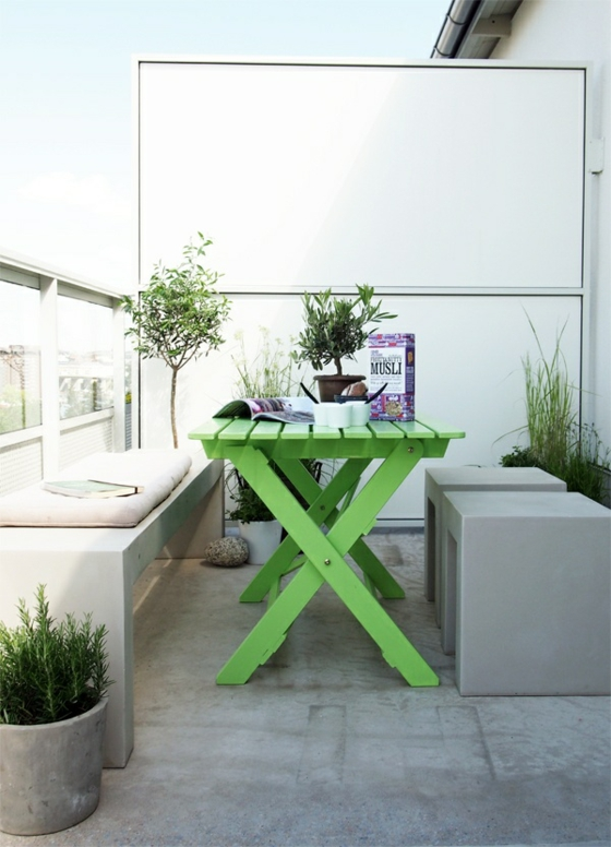 terrassengestaltung ideen außenmöbel esstisch in grün sichtschutz balkon